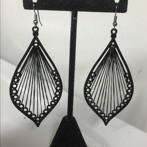 Jewelry - Trendy Black Treaded Dangle Earrings